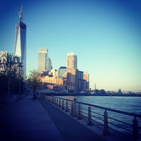 Photo prise au West Side Highway Running Path par Lindsey N. le8/27/2013