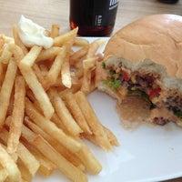 Das Foto wurde bei Burger House von Kagami H. am 7/8/2013 aufgenommen