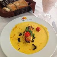 Foto tomada en La Cima Restaurant Bar por Gustavo A. el 12/17/2012