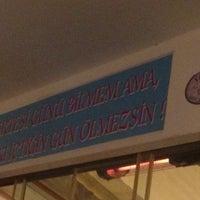 Foto tomada en Samos Tavern Restaurant por İrem Ü. el 12/5/2014