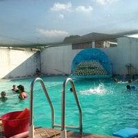 Photo taken at Splash Esc. de Natación by Lucy L. on 8/16/2013