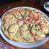 Снимок сделан в пиццерия Villagi пользователем Lily K. 4/26/2014