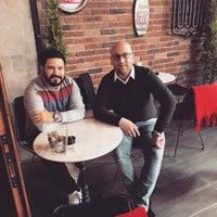 Photo prise au Sobremesa Coffee par Sarı S. le11/19/2017