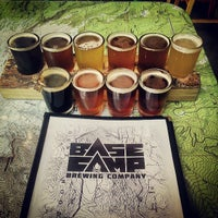 Foto tomada en Base Camp Brewing  por Jacob N. el 6/29/2013