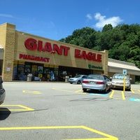 Photo taken at Giant Eagle Supermarket by Paige C. on 7/14/2013