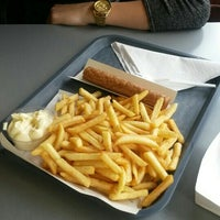 Photo taken at Frituur Memoli  (Friet Time) by Laurien P. on 6/12/2015