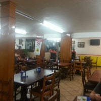 Photo taken at Las Originales Carnes En Su Jugo De La Torre by Johann B. on 11/8/2013