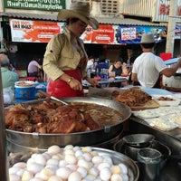 Photo taken at Kaw Kha Moo Chang Phuek by A Mic on 2/5/2013