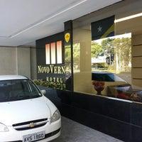Foto tirada no(a) Vernon Palace Hotel Curitiba por Mário M. em 6/23/2014