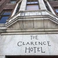 รูปภาพถ่ายที่ The Clarence Hotel โดย David C. เมื่อ 7/24/2017