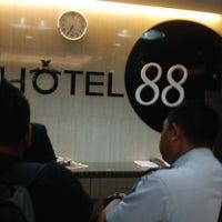 Foto diambil di Hotel 88 oleh Agape S. pada 9/25/2013