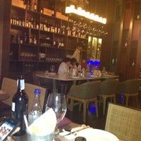รูปภาพถ่ายที่ Bottoms Up โดย Nuiiya เมื่อ 12/21/2012