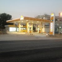 Photo taken at İZ PETROL OPET / SUNPET by TMR T. on 8/2/2013