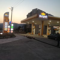 Photo taken at İZ PETROL OPET / SUNPET by TMR T. on 8/11/2013