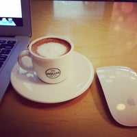 Photo taken at HOLLYS COFFEE by Rachel Ahreum H. on 7/8/2014
