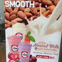 Photo taken at Robeks Fresh Juices & Smoothies by Babak J. on 7/3/2013