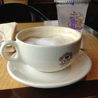 Photo taken at The Coffee Bean & Tea Leaf by Babak J. on 7/2/2013