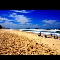 Foto tirada no(a) Praia da Barra da Tijuca por Jade M. em 7/21/2013