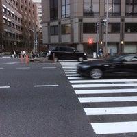 Photo taken at 青山通り (青山学院前) by Haruhiko E. on 3/22/2015