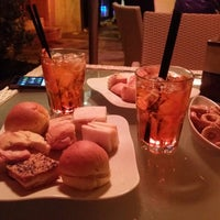 Photo taken at Lounge Caffe by Leonardo S. on 3/29/2015