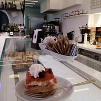 Photo taken at Lounge Caffe by Leonardo S. on 1/25/2015