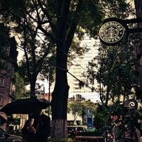 Foto tomada en Starbucks por Quetzal C. el 7/18/2013