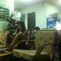 Photo taken at Borneo Gaya Lodge by Alexey M. on 1/4/2014