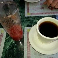 2/23/2013 tarihinde Mike B.ziyaretçi tarafından Young's Restaurant'de çekilen fotoğraf