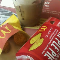 Photo taken at McDonald's by Sinthya C. on 10/17/2016