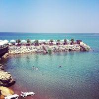 Foto scattata a Vuni Palace Hotel da Aleyna Beste G. il 7/15/2013