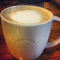 Photo taken at 星巴克 Starbucks by Chu Che L. on 7/24/2013