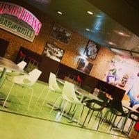 Photo taken at Henry J. Beans - Bar & Grill by Banu U. on 9/6/2014
