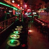 10/8/2013 tarihinde Ses Mafyasıziyaretçi tarafından Fotoğraf Cafe & Bar'de çekilen fotoğraf