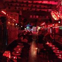 9/22/2013 tarihinde Ses Mafyasıziyaretçi tarafından Fotoğraf Cafe & Bar'de çekilen fotoğraf