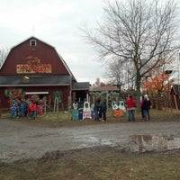 Photo taken at Blake's Big Apple Orchard by Kay on 10/20/2012