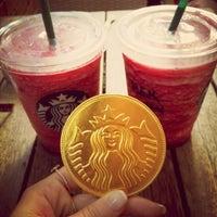 Das Foto wurde bei Starbucks von Ipek S. am 10/19/2012 aufgenommen