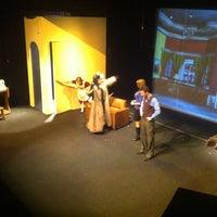 Foto tirada no(a) Teatro Wilberto Cantón por DaNi B. em 4/14/2013