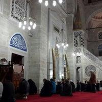 Das Foto wurde bei Edirnekapı Mihrimah-Sultan-Moschee von Hasret Y. am 12/25/2013 aufgenommen