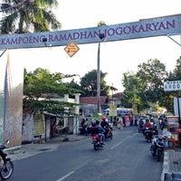 Photo taken at Kampoeng Ramadhan Jogokaryan by Biann G. on 7/19/2013