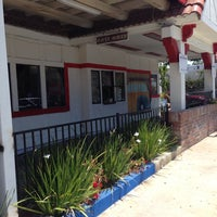 Photo taken at Angelo's Burgers by Arturo V. on 7/31/2014