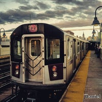 Photo taken at MTA Subway - 33rd St/Rawson St (7) by Daniel S. on 11/5/2016