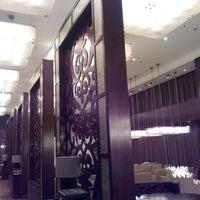 10/28/2013 tarihinde Александрziyaretçi tarafından The Ritz-Carlton, Almaty'de çekilen fotoğraf