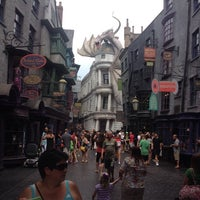 Photo taken at The Wizarding World Of Harry Potter - Diagon Alley by Dionisio E. on 8/15/2014