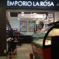 7/27/2013 tarihinde Daniela E.ziyaretçi tarafından Emporio La Rosa'de çekilen fotoğraf