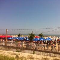 รูปภาพถ่ายที่ Bally's Bikini Beach Bar โดย Joseph W. เมื่อ 6/1/2013