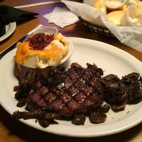 Photo taken at Texas Roadhouse by Awesom J. on 7/10/2014