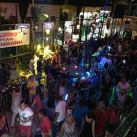9/29/2013 tarihinde Nadine D.ziyaretçi tarafından Havana Club'de çekilen fotoğraf