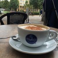 Das Foto wurde bei Meyerbeer Coffee von Emrah K. am 9/22/2015 aufgenommen