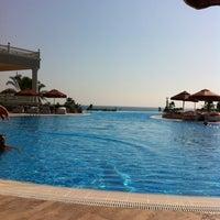 Photo taken at VIP Pool   Starlight Resort by Figen T. on 8/28/2013