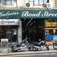 Foto tirada no(a) Bond Street por Sergio R. em 7/25/2013